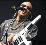 Stevie Wonder rocks the keytar